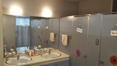 洗面所:大きな写し鏡がございます。